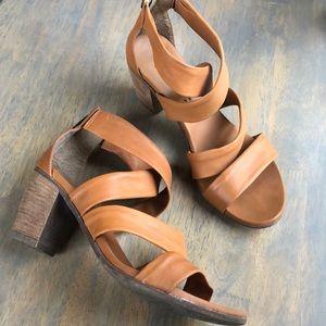 Sundance cognac leather strappy sandal, Sz 38,VGUC
